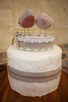 burlap and birds cake.. how cute!!