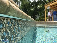This brown patterned in ground pool liner gives your pool a