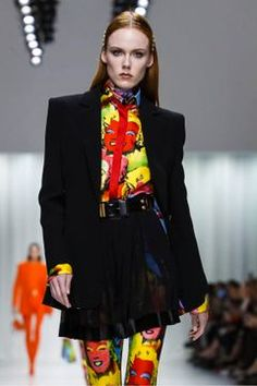 Versace Ready To Wear Spring Summer 2018 Milan Runway Fashion, Fashion News, Fashion Show, Alberta Ferretti, Spring Summer 2018, Viera, Live Fashion, Versace, Birthday Wishes