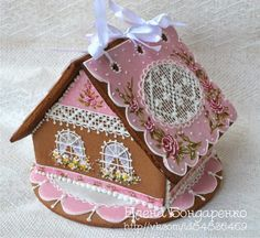 ❤️ I love the pink icing and the painted on roses, the look of Rose ribbon at the base and the peek a boo piece of lace on the roof Gingerbread Village, Christmas Gingerbread House, Gingerbread Man, Gingerbread Cookies, Christmas Cookies, Pink Christmas, Christmas Crafts, Candy House, Cookie House