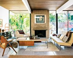 Tasty mid-century modern living room. Wish I had a see-through fireplace (sigh).