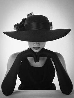 Black Everything|Large Hat w/ Long Gloves