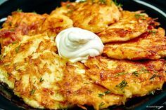 Potato fritters with sour cream. Potato Dishes, Potato Recipes, Healthy Diet Recipes, Cooking Recipes, Homemade Sour Cream, Potato Juice, Potato Fritters, Czech Recipes, Hungarian Recipes