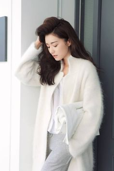 Park sora in trending winter white look. -lily streetstyle s Nike Running Shoes Women, Nike Women, Korea Fashion, Asian Fashion, Cute Fashion, Womens Fashion, Ulzzang Fashion, Ulzzang Style, Asian Style