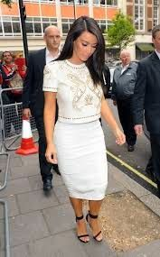 http://celebrityfashionstreet.blogspot.com/2014/12/celebrity-fashion-street-mena-suvari-on.html