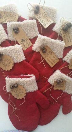 Felt Christmas Decorations, Christmas Ornaments To Make, Christmas Sewing, Noel Christmas, Rustic Christmas, Christmas Projects, Holiday Crafts, Primitive Christmas Crafts, Homemade Christmas Crafts