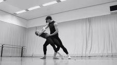 Restless - Probentrailer - Ballett Zürich Probentrailer von Eric Christison Tänzer im Ballett Zürich Choreografien von William Forsythe Douglas Lee Sol León/Paul Lightfoot und Filipe Portugal Alle Informationen zum Ballettabend Restless unter http://ift.tt/2csqaf1 Ballett Zürich Junior Ballett From: Opernhaus Zürich #Oper #Musiktheater #Theaterkompass #TV #Video #Vorschau #Trailer #Clips #Trailershow #Schweiz