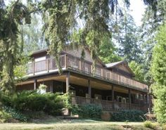 Lobenhaus Bed, Breakfast and Vineyard.  Hospitality with distinction in the heart of rural wine country. The perfect home base location for visiting the Willamette Valley. Affordable luxury.