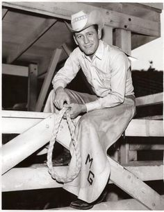Earl Holliman as Mitch Guthrie in Wide Country, a very early fave. Earl Holliman, Angie Dickinson, Famous Men, Famous People, Supporting Actor, Navy Veteran, Western Movies, Television Program, Cowboys