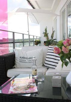 Sweet balcony *** Small Outdoor Patios, Outdoor Balcony, Outdoor Chairs, Outdoor Decor, Small Balcony Garden, Terrace Garden, Porches, Relax, Balcony Design