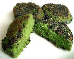 Poppy seed encrusted green pea mini-burgers (vegan and gluten-free)