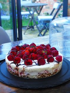 Seriously Easy Syn Free No Bake Berry Cheesecake Seriously Easy Syn Free No Bake Berry CheesecakeJune 2016 By: Cliona 81 CommentsI'm talking creamy, soft, delicious, cream cheese-y, che Slimming World Cheesecake, Slimming World Deserts, Slimming World Puddings, Slimming World Recipes Syn Free, Syn Free Desserts, Healthy Baking, Healthy Meals, Healthy Recipes, Healthy Nutrition