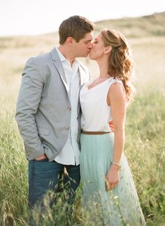 Loving these soft colours for spring // what to wear engagement photos