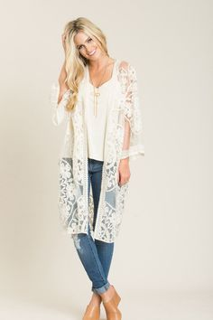May 2017 - Whether you& wearing this as a bikini cover-up, or as a kimono over jeans and a cami, this lace piece. Kimono And Jeans, Lace Jeans, Denim And Lace, White Kimono Outfit, White Lace Kimono, Boho Outfits, Cute Outfits, Western Outfits, Jean Outfits