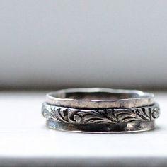 Rustic Sterling Renaissance Ring por tinahdee en Etsy