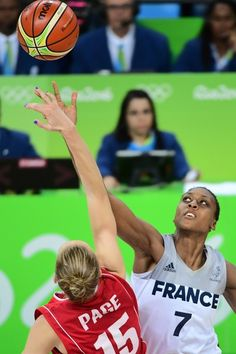 Serbia's power forward Danielle Page (L) and France's centre Sandrine Gruda jump for the ball during a Women's Bronze medal basketball match between France and Serbia at the Carioca Arena 1 in Rio de Janeiro on August 20, 2016 during the Rio 2016 Olympic Games.  / AFP / EMMANUEL DUNAND