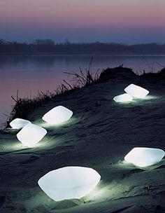 Oluce - Lampade da Esterno : Stones - 215/L - Marta Laudani & Marco Romanelli
