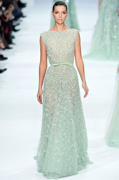 Vestido de noiva Elie Saab texturizado em verde menta