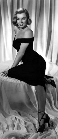 perfect Marilyn Monroe, smooth skin, young, in The Asphalt Jungle 1950 http://www.imdb.com/title/tt0042208/?ref_=fn_al_tt_1