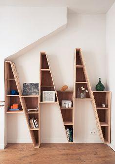 지그재그느낌의 책꽃이로 좀 색달라보이지만 빈공간들이 좀 아쉽다는 생각이 들었고 저 밑부분에 조명을 단다면 어떨까라는 생각과 빈공간도 활용하면 더…