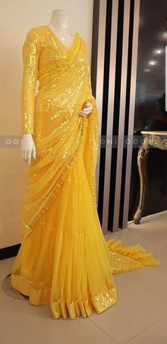Indian Gowns Dresses, Indian Fashion Dresses, Dress Indian Style, Indian Designer Outfits, Girls Fashion Clothes, Pakistani Dresses, Fancy Blouse Designs, Stylish Dress Designs, Saree Blouse Designs