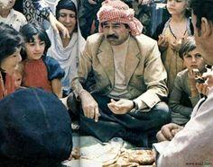 (مدونة .. سيد أمين): عراقيون يروجون لحزب البعث ويضعون ميداليات تحمل صور...