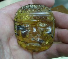 Mayan Amber Carving Amber Jewelry, Jewelry Art, Amber Room, Amber Resin, Inca, Sculpture Clay, Rocks And Gems, Stone Carving, Fossils