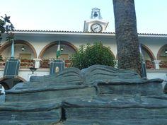 """#Huelva -#Lepe - Ayuntamiento 37º 12' 9"""" -7º 16' 3"""" Fotografía de Arturo Gámez Alegre y emprendedora ciudad rodeada de huertas sabiamente trabajadas, que reúne su caserío en las proximidades del río Piedras (paraje natural) con espléndidas playas como la del Terrón o la de la Antilla. Lepe, de fundación fenicia en territorio de la mítica cultura tartessa, cuenta con numerosos edificios monumentales."""