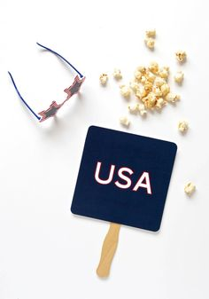 Free Printable Parade Fan for the Fourth of July via @PagingSupermom #july4th fan