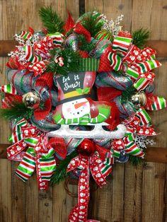 mesh christmas wreaths #Christmas #Door #wreath www.loveitsomuch.com