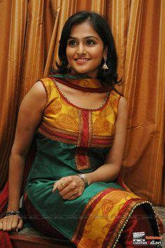 Indian Actress Hot Pics, Bollywood Actress Hot Photos, Actress Pics, Indian Actresses, Beautiful Girl Indian, Most Beautiful Indian Actress, Beautiful Girl Image, Tamil Girls, Saree Photoshoot