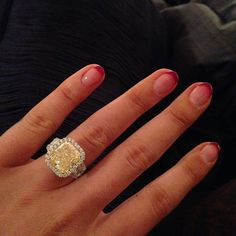 Congrats to the newly-engaged Iggy Azalea! How huge is that ring?!