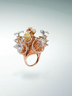 Unusual setting in rose gold