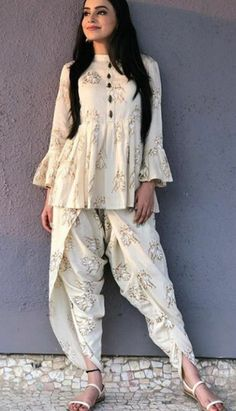 indian designer wear Glam Outfit Ideas for Indian Bridesmaids for every Ceremony Salwar Designs, Kurta Designs Women, Kurti Designs Party Wear, Blouse Designs, Indian Fashion Dresses, Indian Gowns Dresses, Dress Indian Style, Indian Wear, Indian Attire
