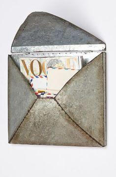 welded letter holder http://rstyle.me/n/se4eepdpe