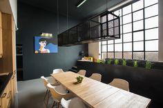 Cet appartement réalisé par Gaspar Bonta dans le centre de Budapest était à l'origine l'atelier d'un peintre hongrois bien connu. Il bénéficie aujourd'hui