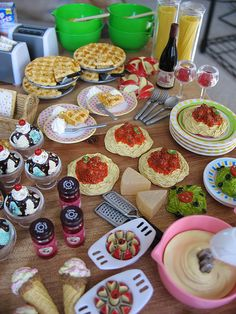 family meals | Flickr - Photo Sharing! Barbie Food, Doll Food, Tiny Food, Fake Food, Miniature Crafts, Miniature Food, Doll Crafts, Diy Doll, Poupées Our Generation