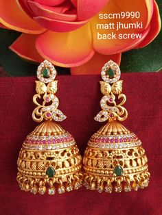 Gold Jhumka Earrings, Gold Bridal Earrings, Jewelry Design Earrings, Gold Earrings Designs, Jhumka Designs, Gold Bangles Design, Gold Jewellery Design, Gold Jewelry, Wedding Jewellery Designs