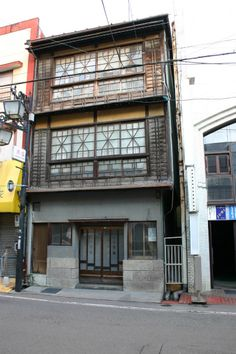 Japan Architecture, Interior Architecture, Interior And Exterior, Interior Office, Japanese Buildings, Modern Buildings, Old Fashioned House, Retro Cafe, Japanese Landscape