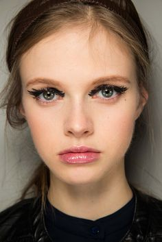 Fendi Fall 2015 Ready-to-Wear - Beauty - Gallery - Style.com  #makeup #makeupinspiration #eyemakeup