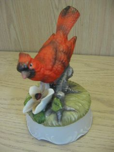 This item is a lovely Berman & Anderson Music Box Red Cardinal Bird Oh What A Beautiful Morning a Upraise Flower and Leaves. Stamp on the base, Berman & Anderson I believe it has the year but I could. Cardinal Birds, Beautiful Morning, Vintage Birds, Vintage Pottery, Very Lovely, 1970s, Rooster, Antiques