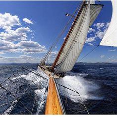 Point of view. #ocean #yachting #espadrilles photo vie @kurtarrigo