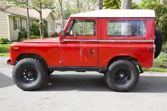 1970 Land Rover Series IIA.. I'M SECRETLY OBSESSED W/LAND ROVERS ... SHHHHH DON'T TELL MY JEEP! LOL..