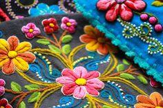 #cushions #kussens #interieur #kleuren #bloemen #handwerk #handmade http://www.facebook.com/sisa.maki