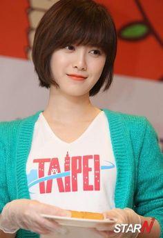 Ku hye sun still looks pretty even with her short hair. :)
