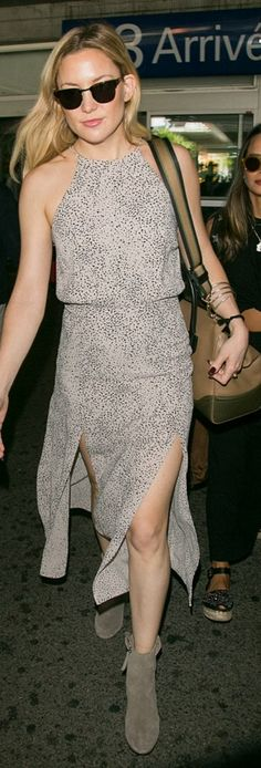 Who made Kate Hudson's brown handbag, sunglasses, and print dress? Kate Hudson, Celebrity Airport Style, Celebrity Style Casual, Look Fashion, Fashion Photo, Fashion Outfits, Dress Fashion, Divas, Cannes Film Festival
