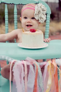 Recently, I was commissioned to make a grain/dairy/sugar free birthday 'smash' cake for the most beautiful little girl on the planet! Call me superficial, but I believe that beautiful little girls ...