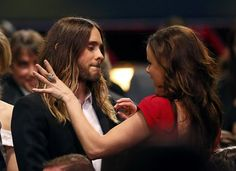 HQ Actor Jared Leto talks with actress Juliette Lewis at the 19th annual Critics' Choice Movie Awards.