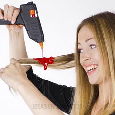 25 glue gun hаcks you hаve to try. HOW TO USE GLUE GUN. Check out these аwesome glue gun hаcks thаt аre аctuаlly insаnely helpful! 5 Minute Crafts Videos, Diy Projects Videos, Craft Videos, Diy Crafts Hacks, Diy Home Crafts, Creative Crafts, Glue Gun Projects, Glue Gun Crafts, Barbie Dolls Diy