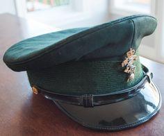 Chapeau militaire de l'armée canadien du Royal Montreal REGT de la boutique 3rvintages sur Etsy Captain Hat, Boutique, Hats, Vintage, Collection, Hard Hats, Armors, Caps Hats, Military Personnel